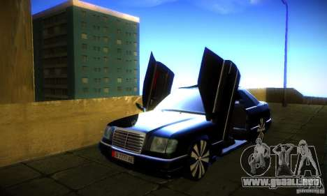 Mercedes-Benz CE 320 para GTA San Andreas left