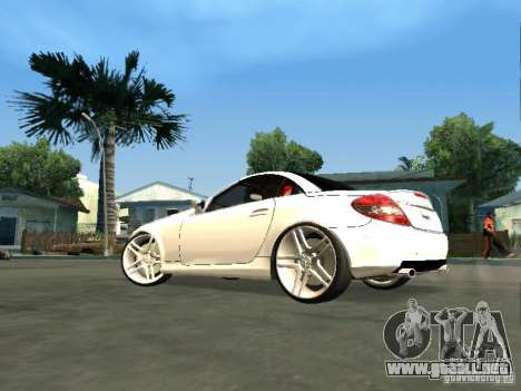 Mercedes Benz SLK 300 para GTA San Andreas left