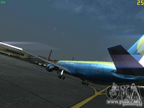 Boeing 767-300 AeroSvit Ukrainian Airlines para GTA San Andreas vista posterior izquierda