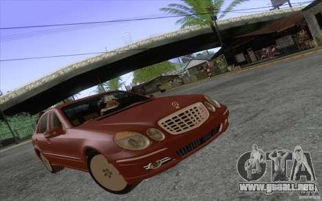 Mercedes-Benz E320 para GTA San Andreas left