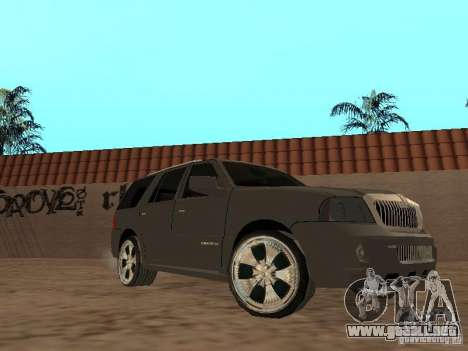 Lincoln Navigator 2004 para GTA San Andreas left