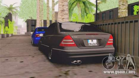 Mercedes-Benz C32 AMG para GTA San Andreas vista posterior izquierda