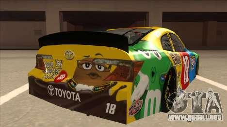 Toyota Camry NASCAR No. 18 MandMs para la visión correcta GTA San Andreas