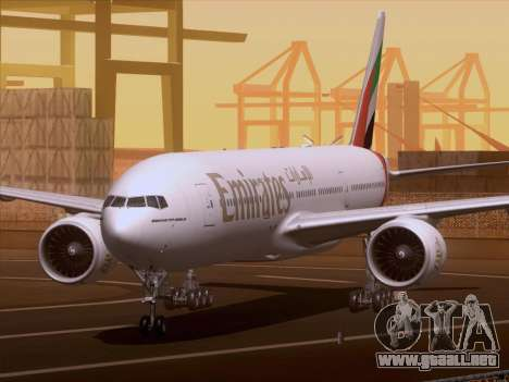 Boeing 777-21HLR Emirates para GTA San Andreas left