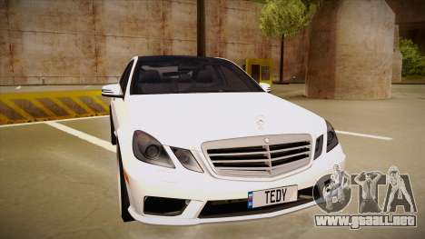 Mercedes-Benz E63 6.3 AMG Tedy para GTA San Andreas left