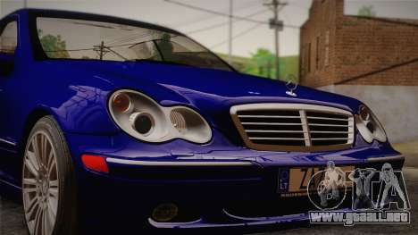 Mercedes-Benz C320 Elegance 2004 para GTA San Andreas vista posterior izquierda