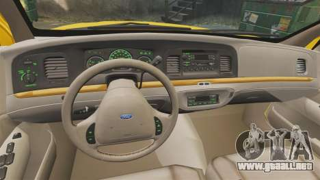 Ford Crown Victoria 1999 GTA V Taxi para GTA 4 vista hacia atrás