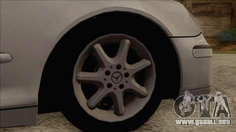 Mercedes-Benz W220 S500 4matic para GTA San Andreas vista posterior izquierda