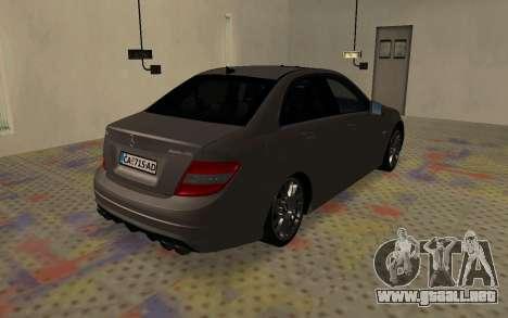 Mercedes-Benz C63 AMG para GTA San Andreas vista posterior izquierda