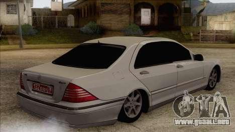 Mercedes-Benz W220 S500 4matic para GTA San Andreas left