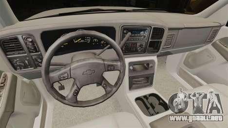 Chevrolet Suburban 2003 AMR [ELS] para GTA 4 vista hacia atrás