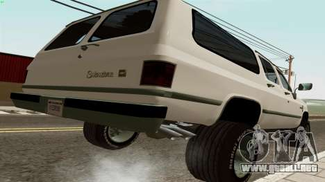 Chevrolet Suburban 2500 1986 para GTA San Andreas vista posterior izquierda