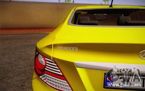 Hyundai Accent Taxi 2013 para GTA San Andreas vista hacia atrás