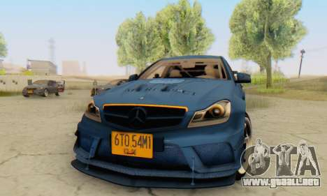 Mercedes Benz C63 AMG 2012 para GTA San Andreas left