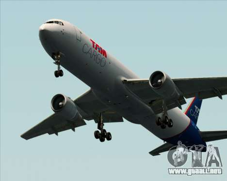 Boeing 767-300ER F TAM Cargo para GTA San Andreas vista posterior izquierda