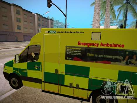 Mercedes-Benz Sprinter London Ambulance para vista lateral GTA San Andreas