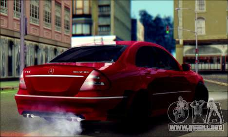 Mercedes-Benz E55 AMG para GTA San Andreas left