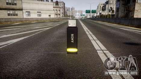 Unidad flash USB de Sony amarillo para GTA 4 segundos de pantalla