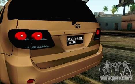 Toyota Fortuner 2014 4x4 Off Road para la visión correcta GTA San Andreas