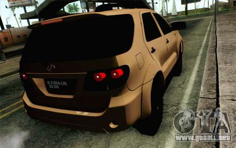 Toyota Fortuner 2014 4x4 Off Road para GTA San Andreas left