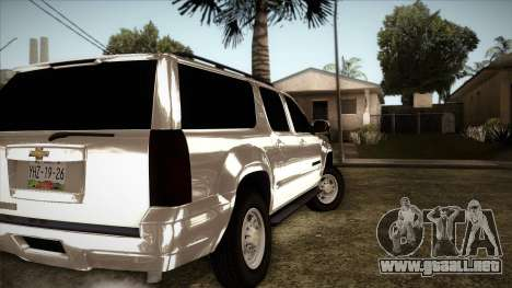 Chevrolet Suburban Plateada para GTA San Andreas vista posterior izquierda