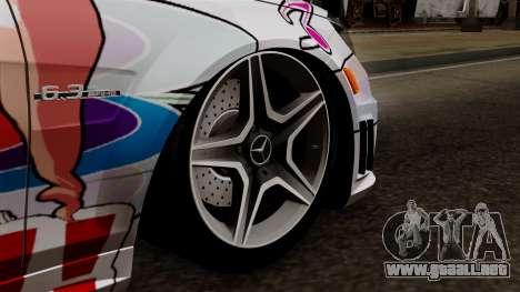 Mercedes-Benz C63 AMG Momoka and Nonoka Itasha para GTA San Andreas vista posterior izquierda