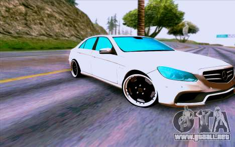 Mercedes-Benz E63 AMG para GTA San Andreas left