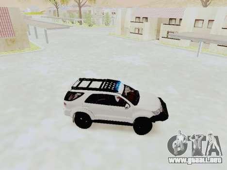 Toyota Fortuner 4WD 2015 Rustica V2 para GTA San Andreas left