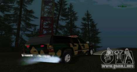 Chevrolet Suburban De Camuflaje para GTA San Andreas vista posterior izquierda