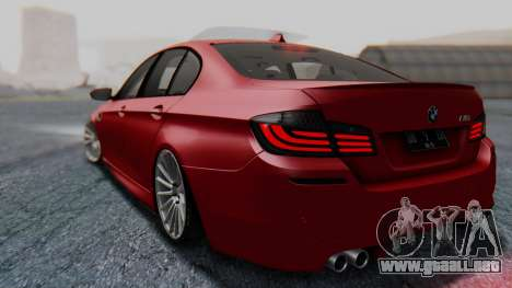 BMW M5 2012 Stance Edition para GTA San Andreas vista posterior izquierda