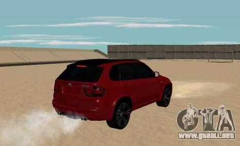 BMW X5M 2011 para GTA San Andreas vista posterior izquierda