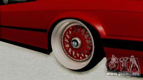 BMW M3 E30 Camber Low para GTA San Andreas vista hacia atrás