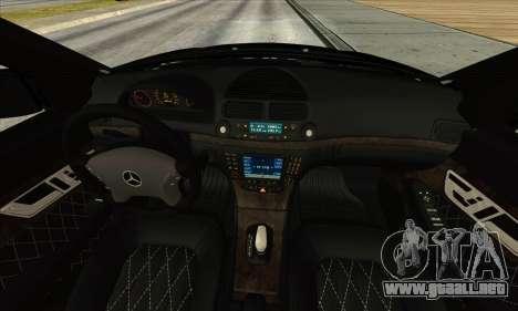 Mercedes-Benz E55 W211 AMG para GTA San Andreas vista hacia atrás