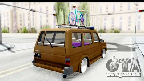 Toyota Kijang Grand Extra with Bike para GTA San Andreas left