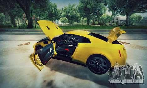 Nissan GT-R R35 Premium para GTA San Andreas vista hacia atrás