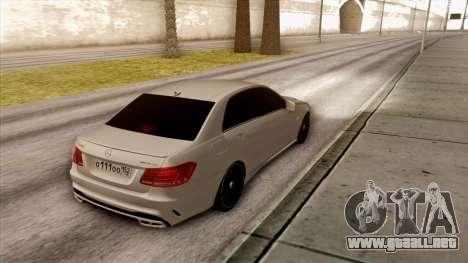 Mercedes-Benz E63 v.2 para GTA San Andreas vista hacia atrás