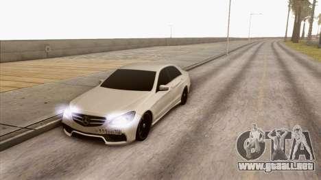 Mercedes-Benz E63 v.2 para GTA San Andreas vista posterior izquierda