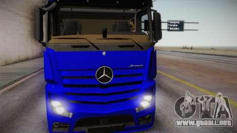 Mercedes-Benz Actros Mp4 6x4 v2.0 Gigaspace para GTA San Andreas vista posterior izquierda