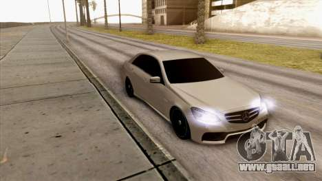 Mercedes-Benz E63 v.2 para GTA San Andreas left